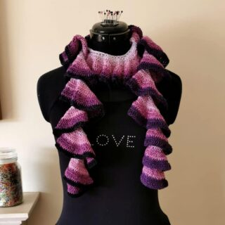 Have you seen the new 'Curly Cue' scarf pattern released yesterday by @laboursoflovecrochet?   You can nearly use any type of yarn for this scarf. Hand-dyed yarn, left over yarns or gradient yarns, Merino, Cotton/Acrylic or Alpaka. The scarf always looks stunning! It requires no blocking and curls just on its own 🤩  The scarf is part of the #upliftmakealong. If you would like to find out more about the #upliftmakealong please visit @laboursoflovecrochet account. You might also find the link with the 20% discount for this pattern 🙂  I used a 4ply 500m 'Cardigan' yarn cake for the 'Curly Cue' scarf.  Which yarn will you use to make this scarf?  🧶 🧶 🧶  #crochetukcouk #crochetuk #crochetukyarn #crochetukyarncake #gradientyarn #yarncakes #yarncake #ombreyarn #curlycuescarf #upliftmakealong #laboursoflovecrochet #crochetscarf #scarf #instacrochet #crochetaddict #crocheterofinstagram #patterntester #patterntesting #smallbusiness #onlineshop #shopsmall #shoplocal